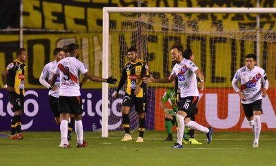 Jugadores de Nacional Potosí festejan al finalizar el partido Foto: Diez.bo
