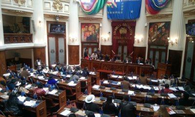 Asambleistas en sesión