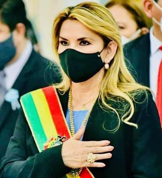 Jeanine Áñez pide respetar la victoria del MAS