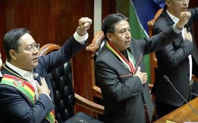 Juran Luis Arce y David Choquehuanca con presidente de Bolivia