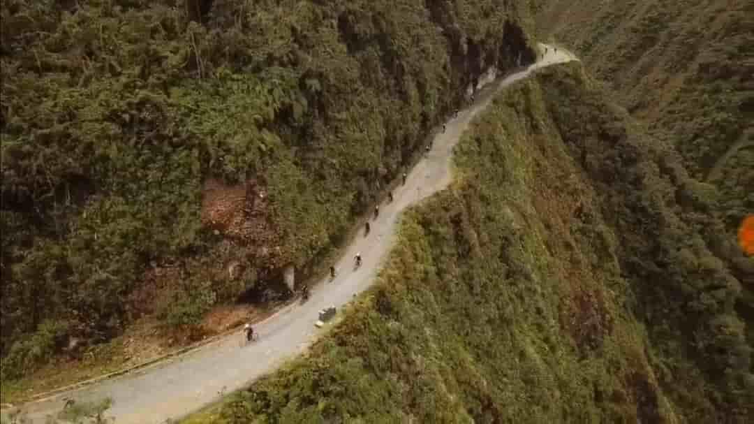 Turismo por el Camino de la Muerte en Bolivia