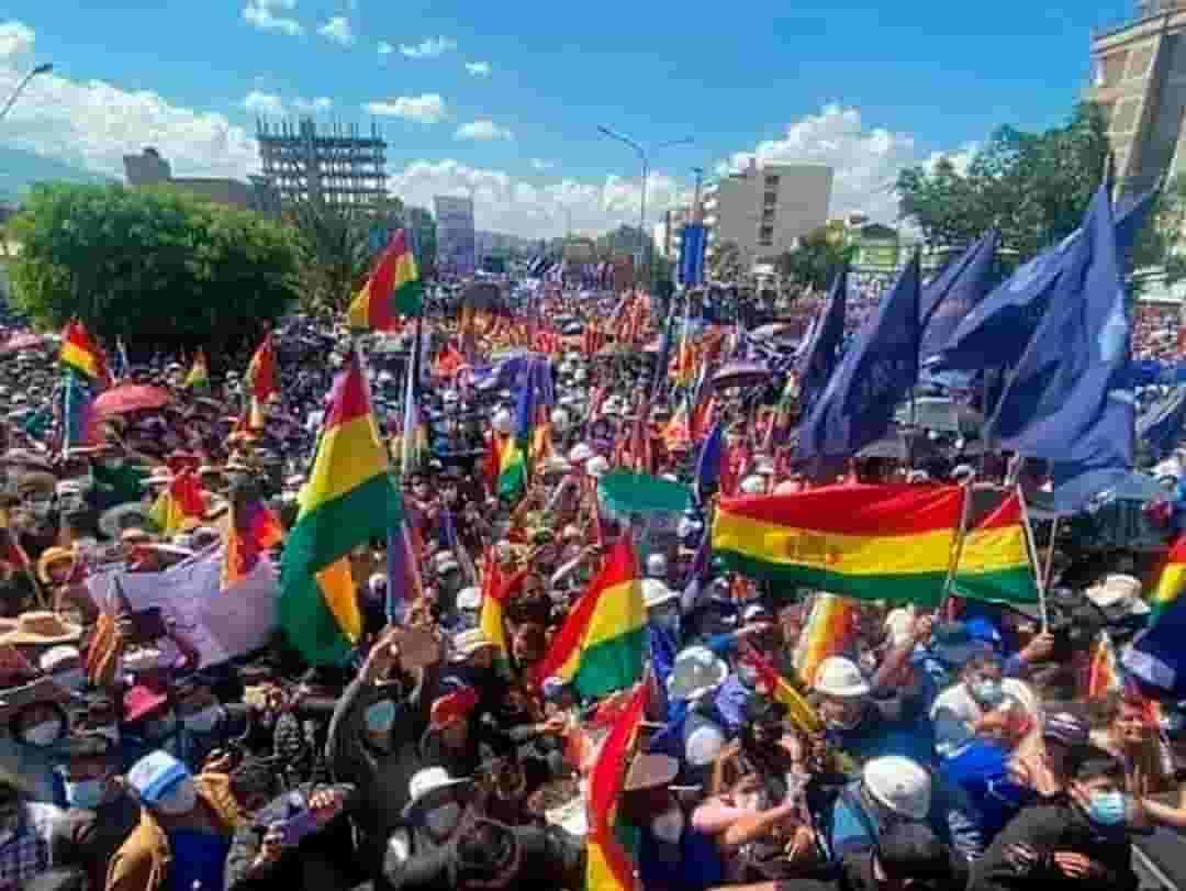 Marcha en apoyo a Luis Arce en Cochabamba