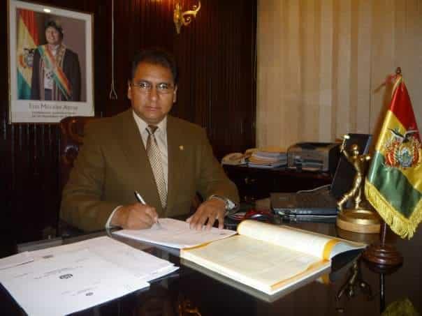 Santos Tito cónsul