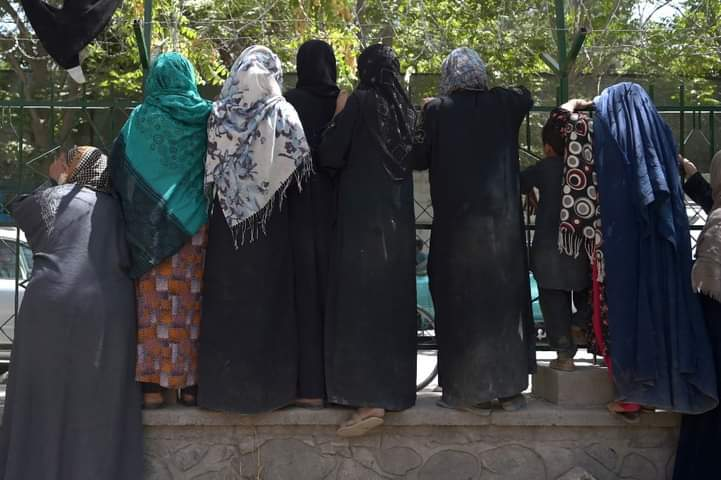 Prohibiciones para mujeres en talibán